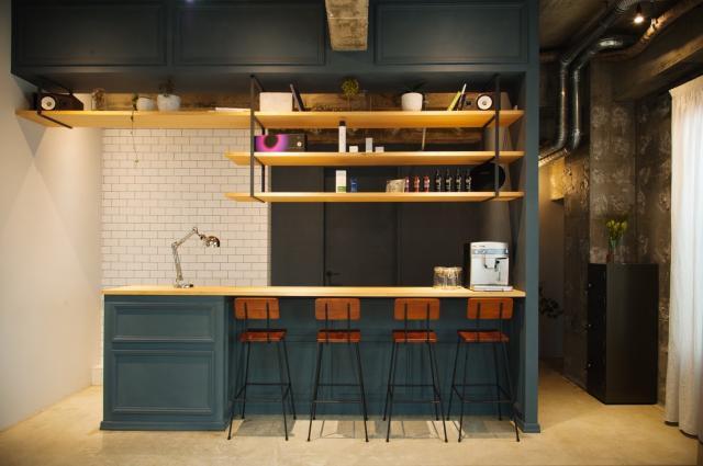 [OPEN]非日常的な空間カフェカウンターのある美容室[健康・美容・エステ]