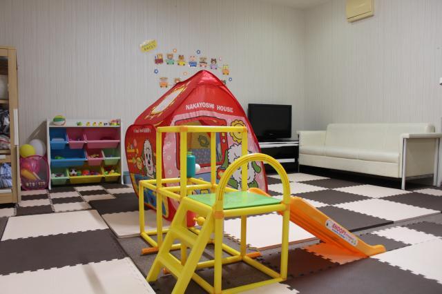 [キニナルッ]ママも安心してオシャレを楽しもうまつ毛エクステ専門店が託児室を設置!