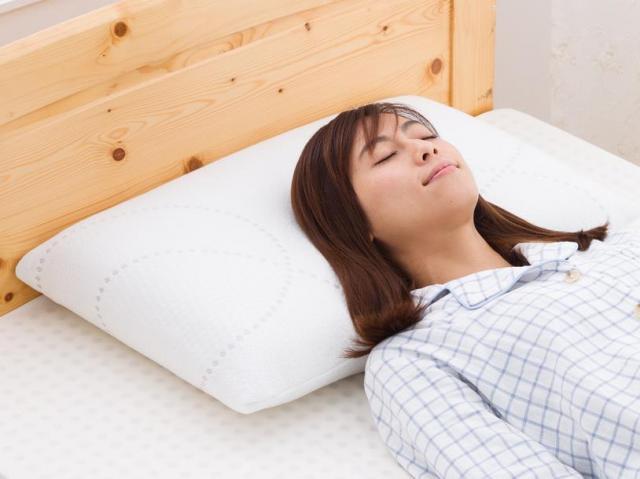 [キニナルッ]読者限定で10%OFF!高反発の天然ラテックス枕