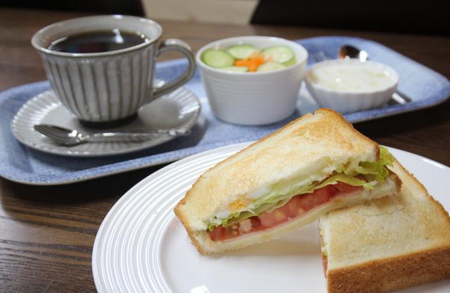"""[キニナルッ]地元客で賑わう""""駄菓子屋カフェ""""でモーニングメニューがスタート!"""