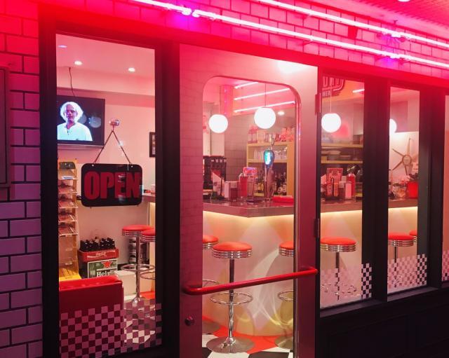 [OPEN]50年代アメリカンダイナー風のハンバーガー店が三番町に登場[グルメ]