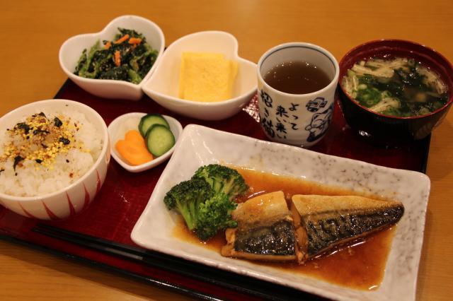 [キニナルッ]毎日食べても飽きない品揃え、メインが選べる「魚定食」登場!