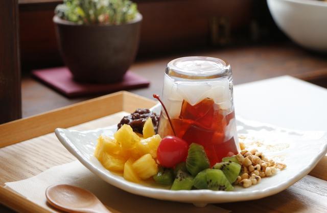 [キニナルッ]無農薬びわ葉茶を使った夏季限定スイーツがスタート!