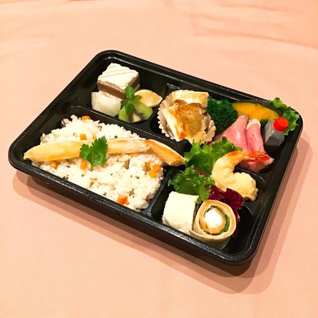 [キニナルッ]旬の食材を贅沢に使用した本格フレンチをテイクアウトで堪能しよう!